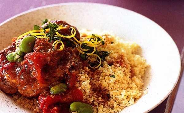 Couscous aux oignons, tomates et fèves