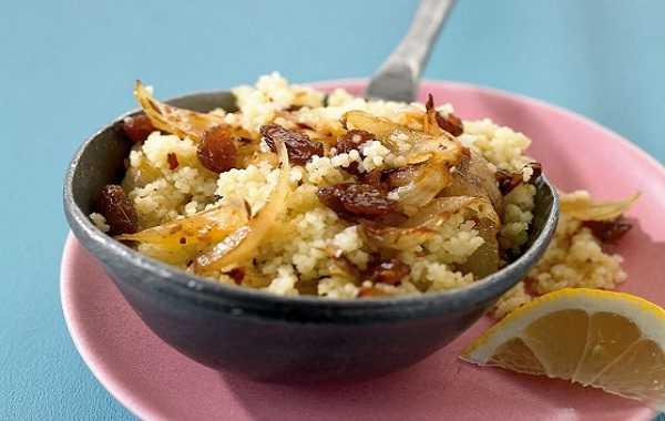 Couscous sucré aux raisins secs et oignons