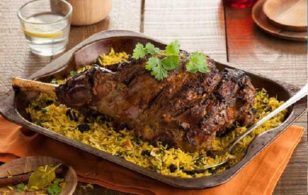 Gigot d'agneau rôti aux épices orientales