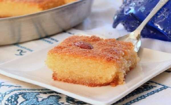 Kalb el louz ou gâteau de semoule aux amandes