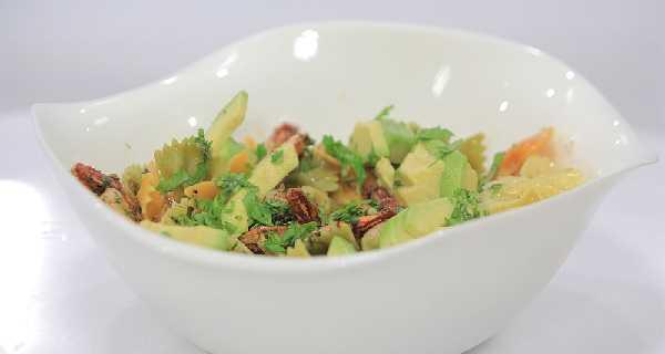 Salade de pâte à l'avocat et aux crevettes