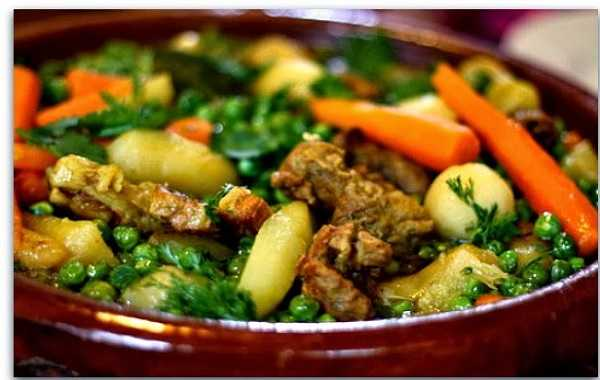 Tagine aux petits pois, carottes et artichauts