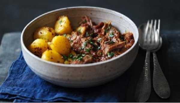 Tajine de boeuf aux petites pommes de terre