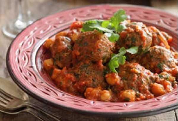 Tajine de boulettes de viande hachée à la tomate