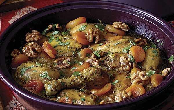 Tajine de poulet aux abricots et aux épices