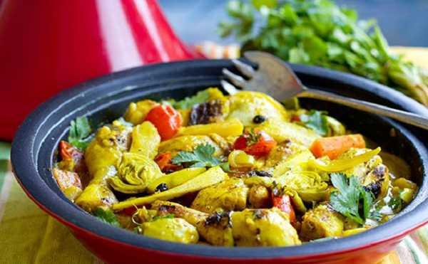 Tajine de poulet aux fèves et artichauts