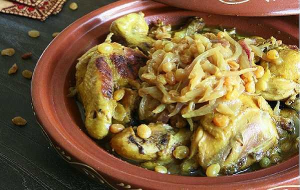 Tajine de poulet aux oignons et aux raisins secs