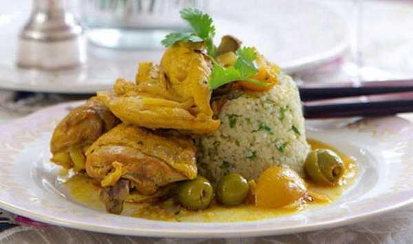 Tajine de poulet aux olives vertes et amandes