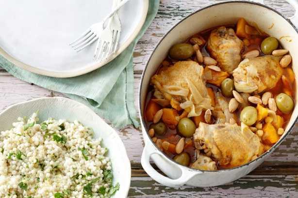 Tajine de poulet aux pois chiches, amandes et potiron