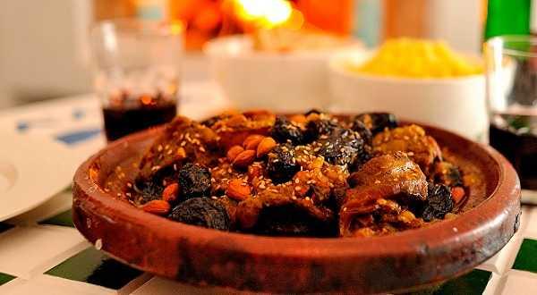 Tajine de veau aux abricots, pruneaux et amandes