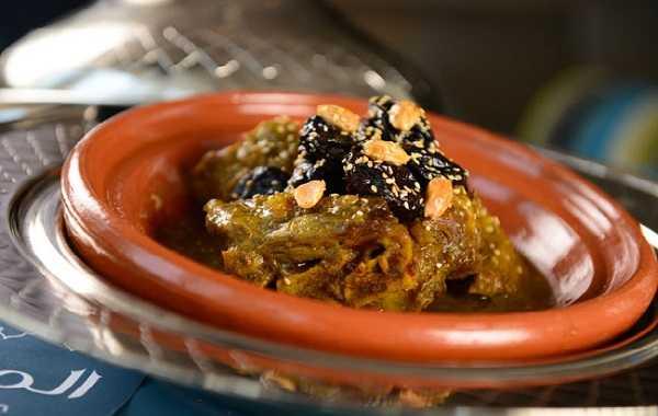Tajine de veau aux pruneaux et amandes grillées