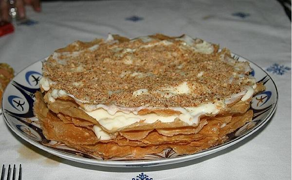 Pastilla à la crème et aux fruits secs