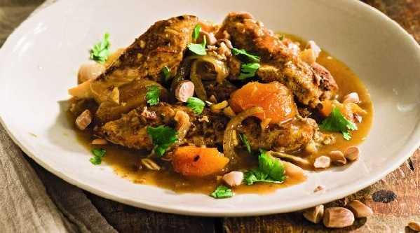 Tajine de poulet aux abricots et noix de cajou
