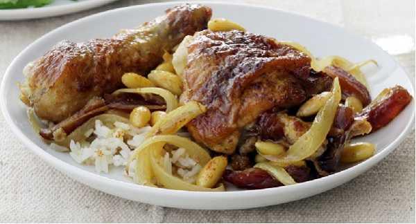 Tajine de poulet aux dattes et amandes