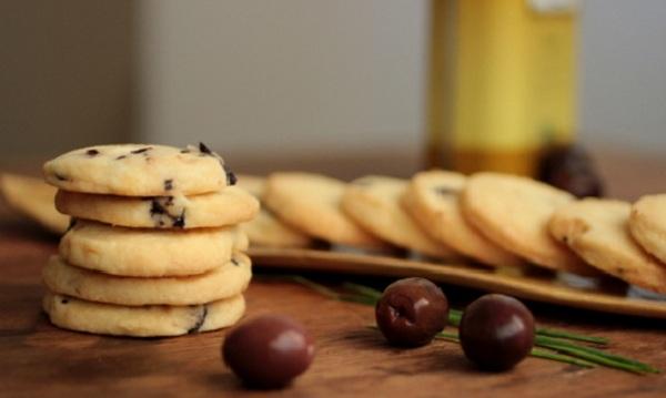 Biscuit aux olives noires