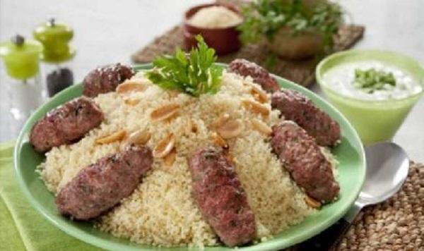 Brochettes de kefta et couscous aux fruits  secs