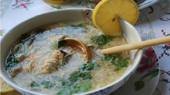 Chorba Bayda(Soupe de poulet aux Vermicelles)