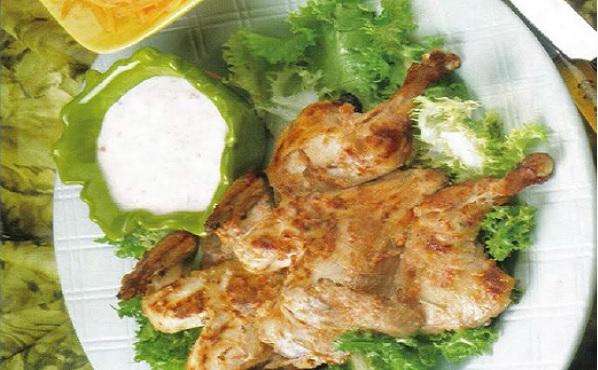 Coquelet grillé à la sauce yaourt