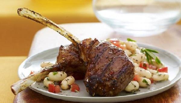Côtelettes d'agneau aux haricots blanc