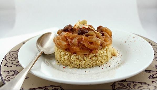 Couscous aux oignons confits et raisins secs