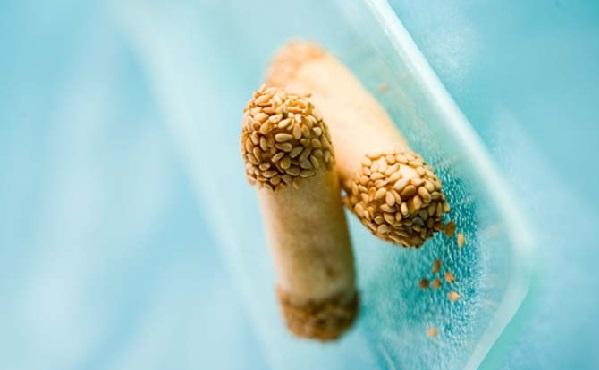 Doigts aux amandes et graines de sésame