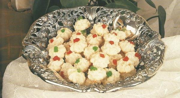 Gâteaux aux noix de coco et aux fruits confits