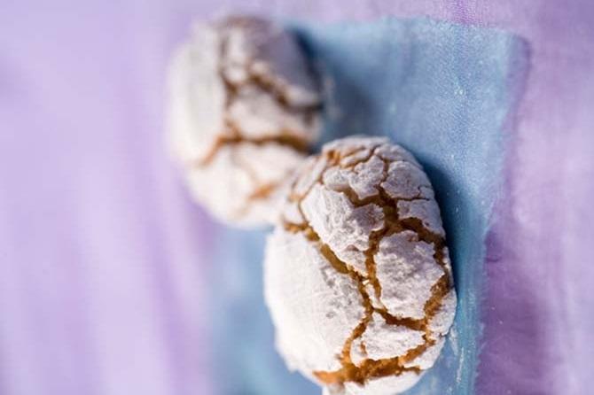 Ghoriba aux amandes et sucre glace
