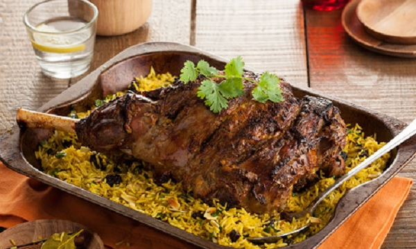 Gigot d'agneau rôti et riz oriental
