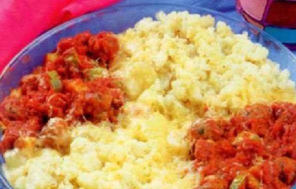 Gratin de pommes de terre et viande à la sauce tomate