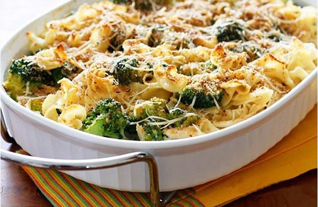 Gratin de pâtes au poulet et brocolis