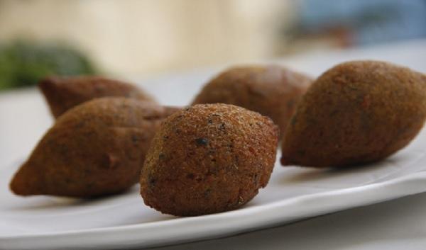Kebbé arass (boulettes de viande frites)