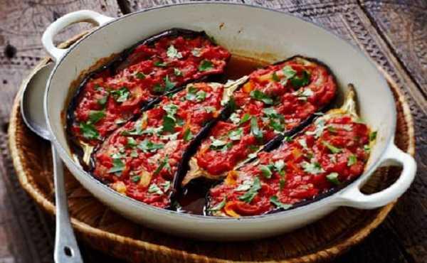 Aubergines farcies � la tomate