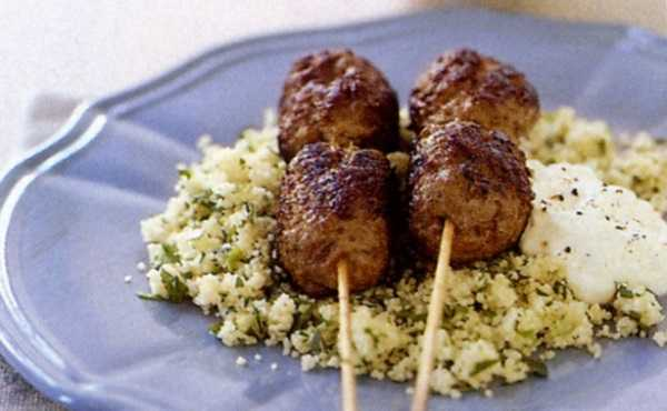 Mmorocco: Couscous with brochettes kefta