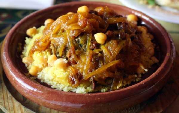 Couscous Tfaya au poulet et oignons caramelis�s