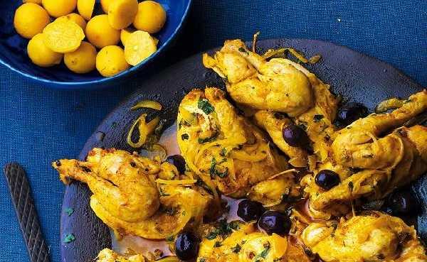 Poulet aux oignons, aux olives et au citron
