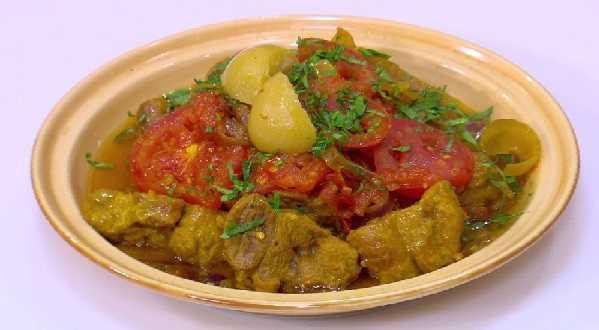 Tajine de viande aux oignons et tomates