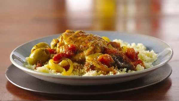 Poulet aux olives et tomates