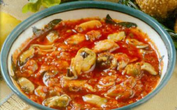 Moules en sauce tomate relevée