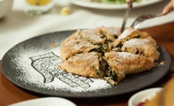 Pastilla au saumon et aux épinards