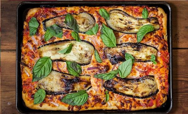 Pizza à l'aubergine grillé