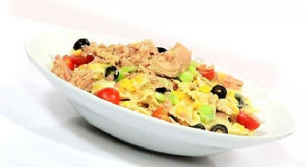 Salade de pâtes au thon et au fromage