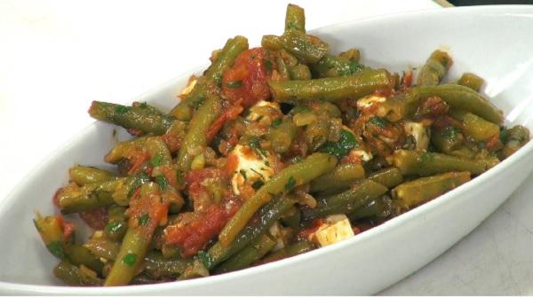 Salade de haricots verts à la tomate et oignons
