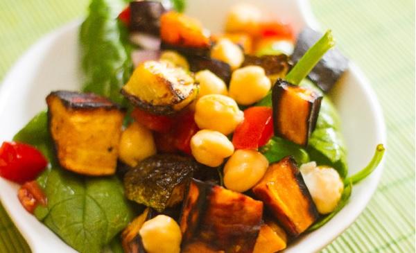 Salade de légumes aux pois chiches