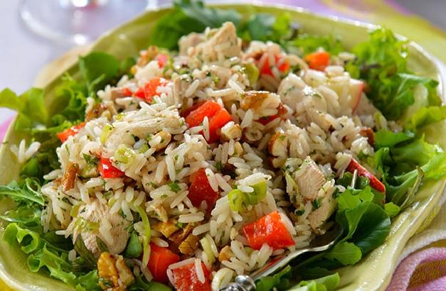 Salade de riz au poulet et pommes