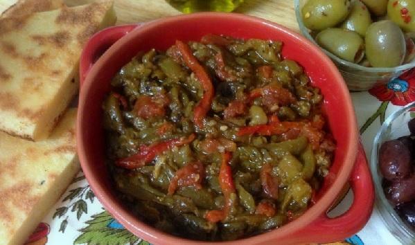 Salade de tomates et poivrons grillés