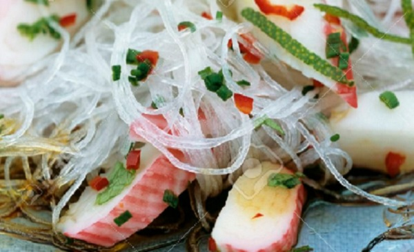 Salade de vermicelle chinois et surimi