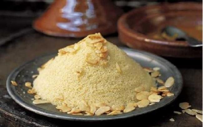 Seffa (couscous sucré aux amandes et à la cannelle)