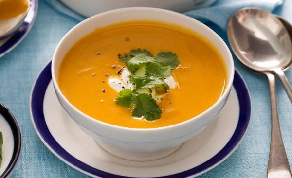 Soupe de légumes moulinée