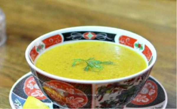 Soupe de semoule salée à l'anis et au safran