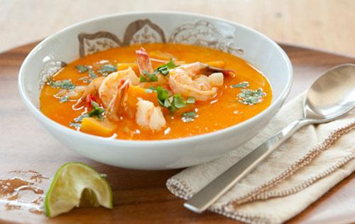 Soupe de crevettes aux tomates